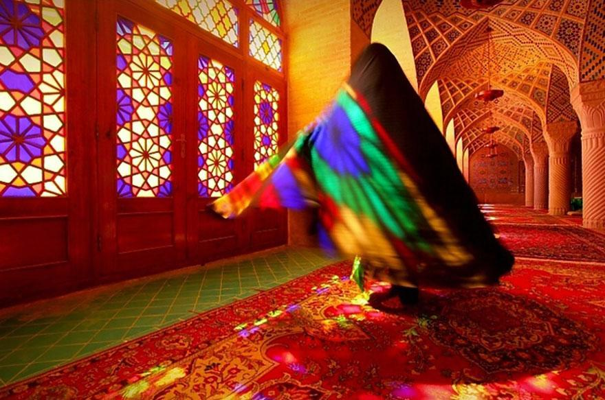 Mosque of Whirling Colours: A Mixture of Architecture and Art in Nasīr al-Mulk Mosque in Shiraz, Iran